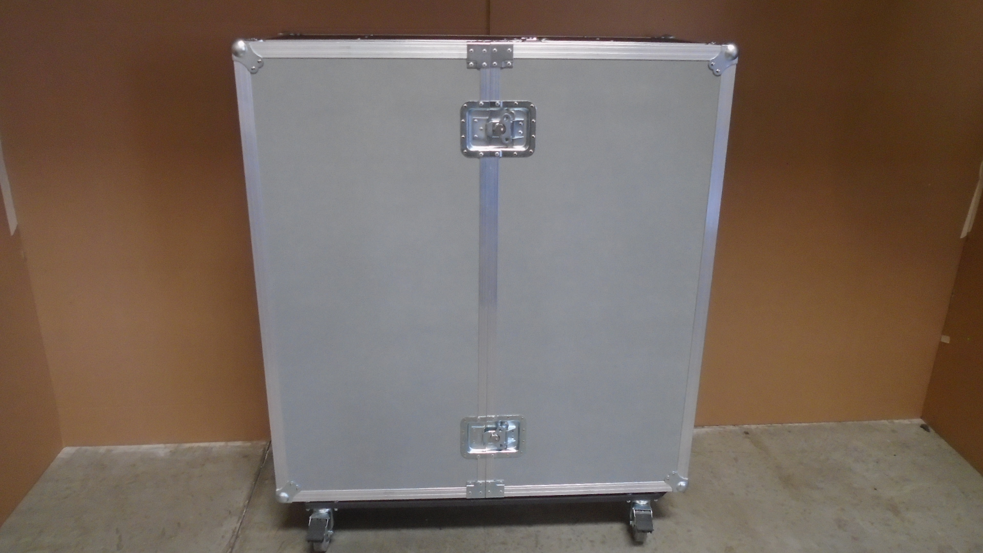 Print # 7560 - Custom Road Case for Audio Systems Kit By Nelson Case Corp