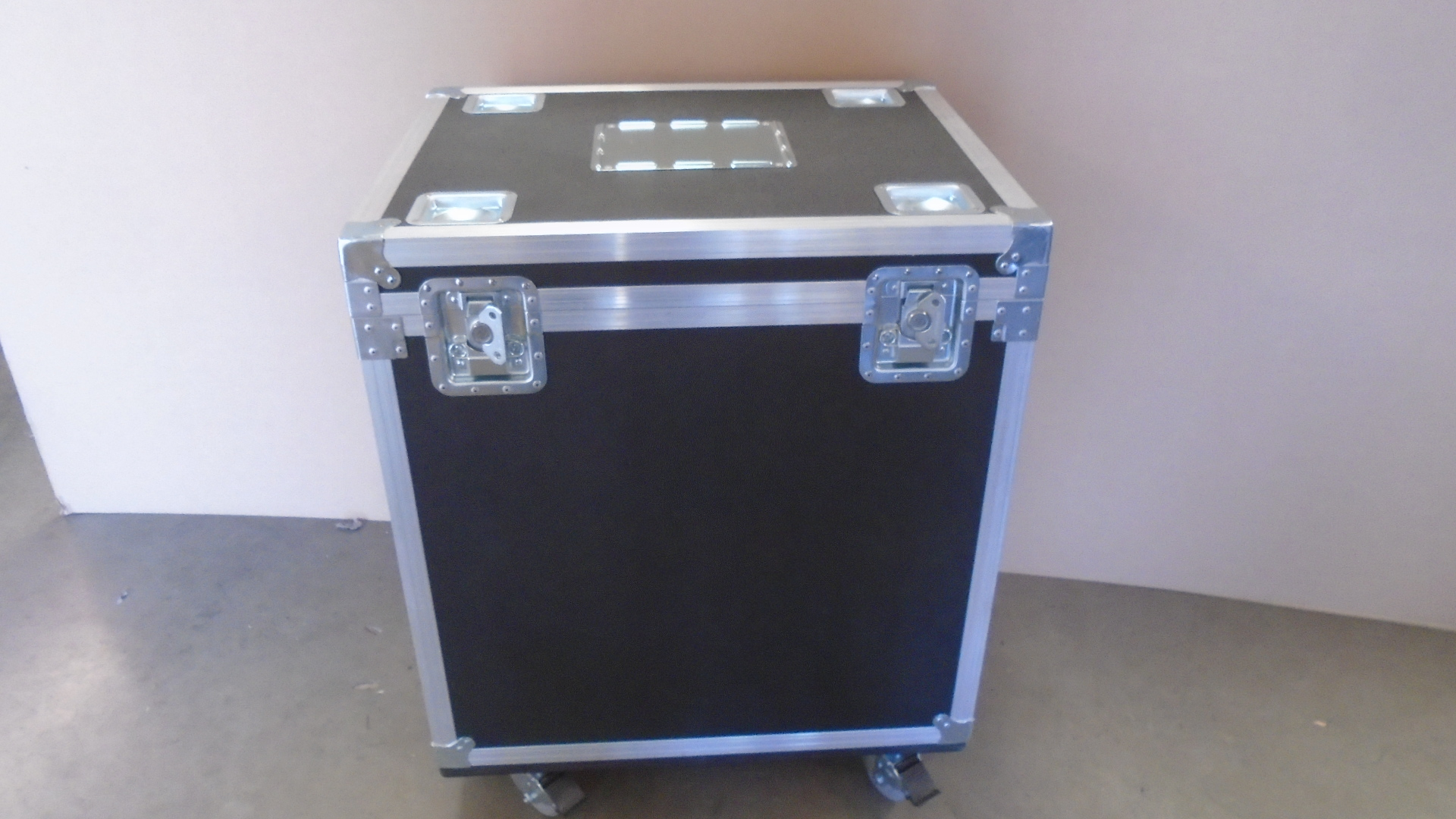 Print # 7804 - Custom Trap Road Case By Nelson Case Corp